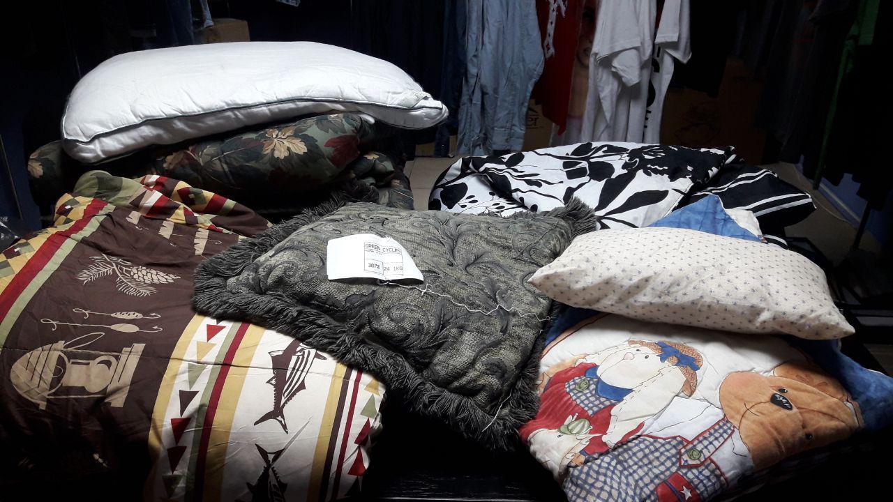 Обзор подушки, одеяла (3070) от фабрики секонд-хенда Vive оптом на нашем ютуб канале